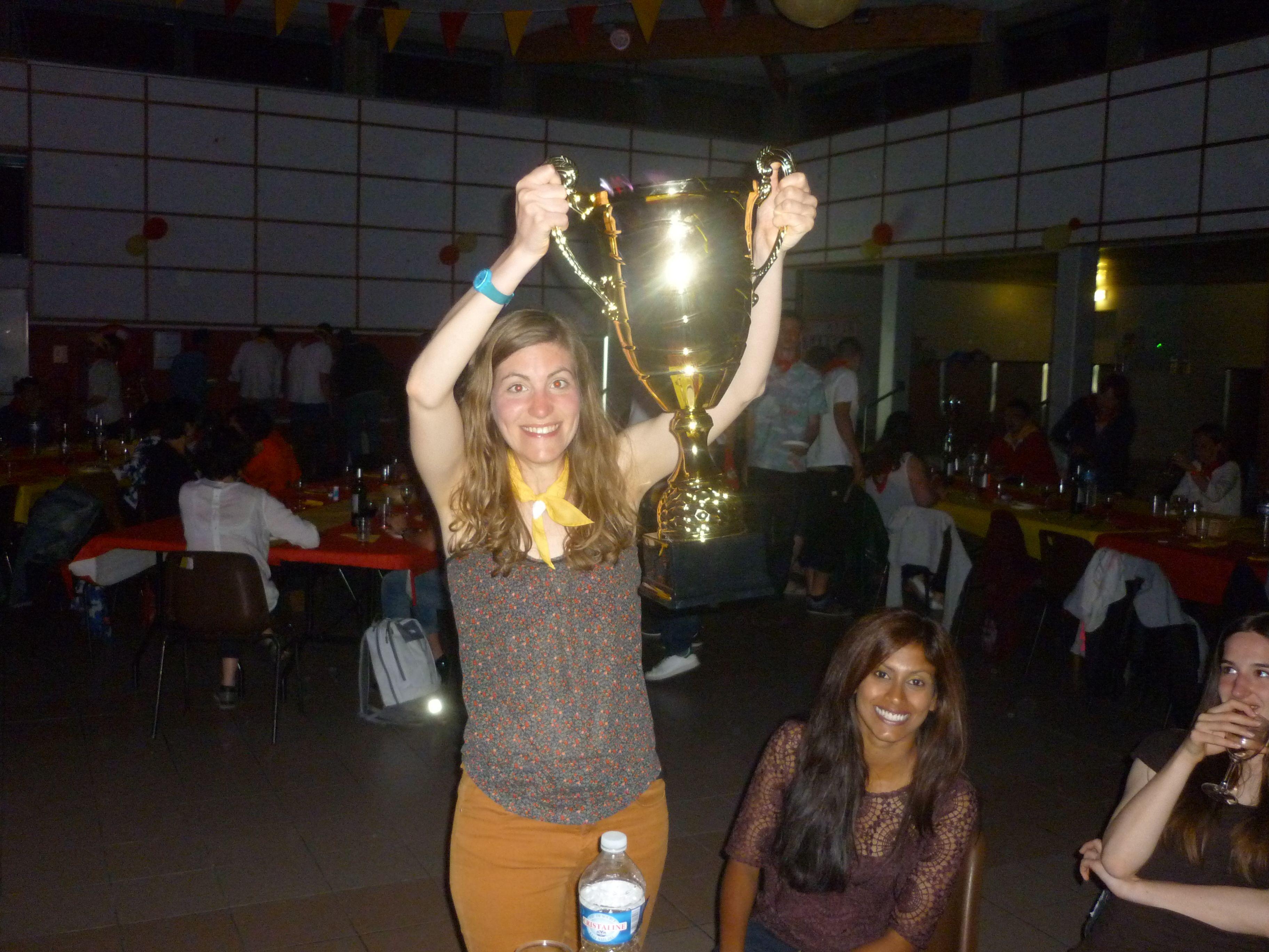 Pendant que les champions antibois ont le dos tourné, nous posons avec le trophée, on est comme ça nous à Paris